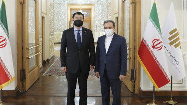Iranian Deputy Foreign Minister Abbas Araghchi, right, and his South Korean counterpart Choi Jong-kun, pose for a photo prior to a meeting in Tehran on Sunday.
