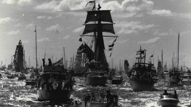 A re-enactment in 1988 of the arrival of the First Fleet. Australia is the only major country that celebrates as its National Day the day of the arrival of the colonising power.
