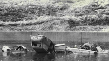 Cars line the Cooks River alongside Canterbury Racecourse in 1974.