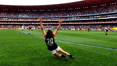 A gleeful Fraser Brown celebrates on the final siren of the 1999 preliminary final.