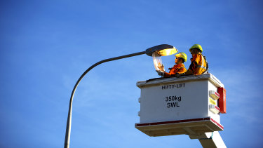 Ausgrid is changing more than 9000 street lights to LEDs, saving ratepayers more than $1 million in energy costs annually.