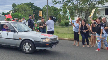 Pro-Adani protesters have rallied in the Queensland town of Clermont as the Stop Adani convoy led by former Greens leader Bob Brown heads into town on Saturday, April 27, 2019. Photo: Lucy Stone.
