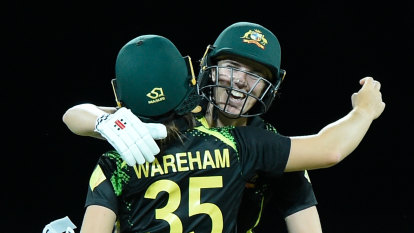 Australia recover from stunning delivery to seal series win over India