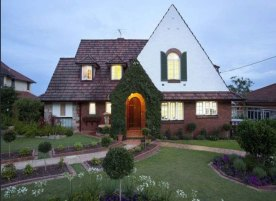 Linden Lea in Archer Street, Toowong, was built in 1938 in the English Tudor style.
