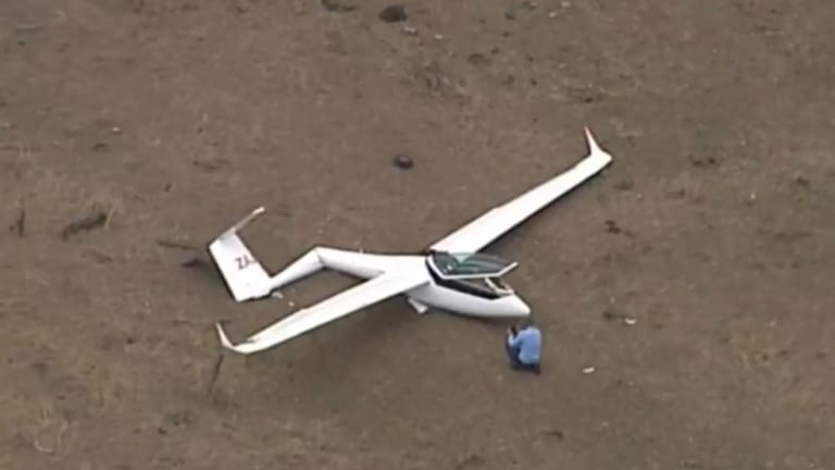 A glider has crashed at Hoya in south-east Queensland.