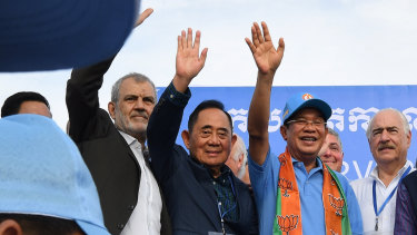 Cambodian PM Hun Sen, right, stands with the International election observers.