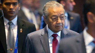 Mahathir Mohamad has blocked the sale of Malaysian sand to Singapore, which is using the sand for its expansion.