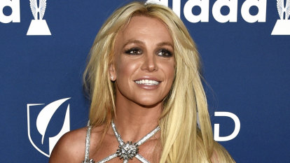 Britney Spears' lawyer files to remove singer's father as conservator