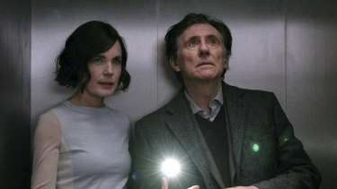 Elizabeth McGovern and Gabriel Byrne in War of the Worlds.