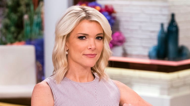US morning show host Megyn Kelly has apologised for suggested blackface is OK.