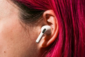 A US man has warned of the risks from wearing earbuds overnight.