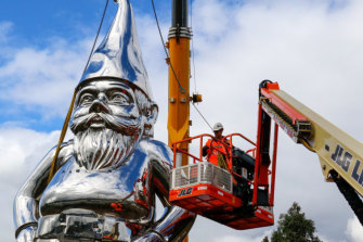 Frankie the gnome (aka Reflective Lullaby by Gregor Kregar) is removed from the roadside.