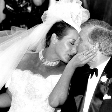 Frost's 1985 wedding to Bob Frost. When the couple separated in 2001, Frost says she walked away with little more than her personal effects.