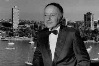 Harry Seidler with Blues Point Tower in the background, pictured in 1991.