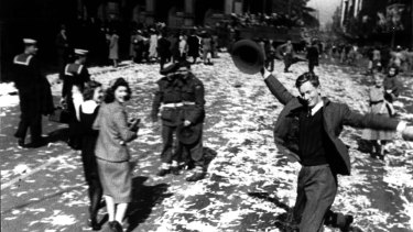 Victory in the Pacific Day celebrations on Elizabeth Street in 1945.