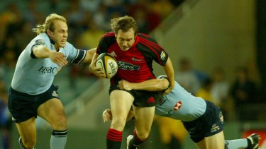 Andrew Mehrtens tries to break the line in a game against the Waratahs in 2005.