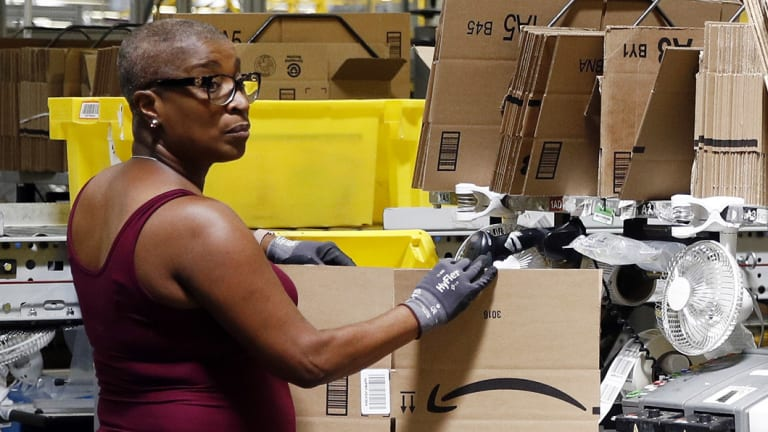 Amazon has announced a  further increase in the hourly rate and the introduction of some bonuses for its warehouse workers.