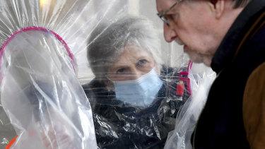 Lynda Hartman, 75, visits her 77-year-old husband, Len Hartman.