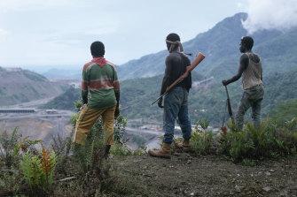 Separatists stand over the Panguna mine.