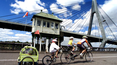 The NSW government is contemplating utilising the Glebe Island Bridge as a link for pedestrians and cyclists.
