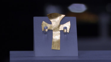 A gold foil cross believed to belong to Seaxa, brother of King Saebert, the first Anglo-Saxon king to convert to Christianity.