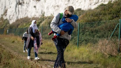 Cash offer to convince reluctant EU members to take refugees