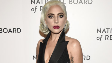 Lady Gaga has said sorry for her 2013 duet with singer R. Kelly.