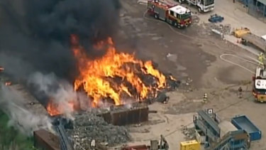 Thick black smoke is drifting over suburbs in Melbourne's east as a rubbish fire continues create headaches at the Knox Transfer Waste Management Station.