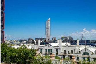 An artist's impression of The Star's proposed tower. Existing (left) and proposed (right) south east view from Sydney Observatory. Taken from the Department of Planning and EnvironmentStar Casino Modification Assessment Report, July 2019.