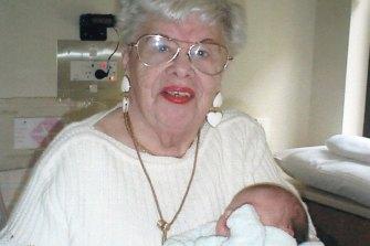 Mindla Horowitz in 2007 with great-granddaughter Alexandra.