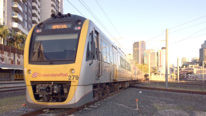 Grass fire causes hour-long delays on Gold Coast and Airport lines