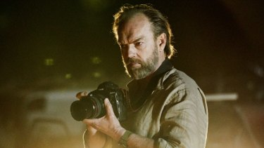 Hugo Weaving as a war photographer in Hearts and Bones.