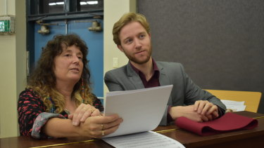 <p>New Qwire music director Dee McFaul and her predecessor, Leonard Weiss.</p>
