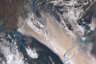Imagery from the Japanese weather satellite Himawari-8 shows the blanket of bushfire smoke blowing across the Tasman Sea from Australia is wide enough to cover the entire South Island of New Zealand.