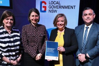 Local Government NSW President Linda Scott, second from right, has called for broader reform of the rating system.