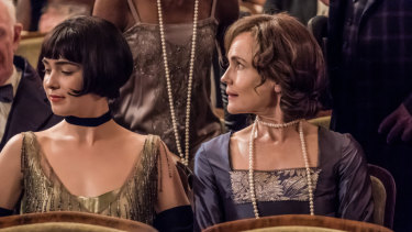 Haley Lu Richardson and Elizabeth McGovern in The Chaperone