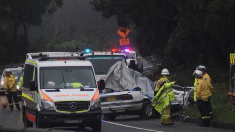 One dead, motorway closed after M1 crash near Wollongong