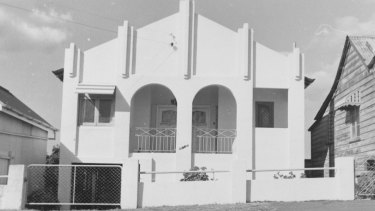 Unidentified white stucco house which curators hope Brisbanites will help them identify.