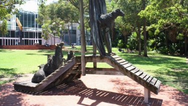 The NSW government said safety concerns had delayed the reinstallation of the Curtain Call sculpture by Les Kossatz.