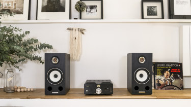 The Triangle Esprit Comete EZ makes your music exciting and new.