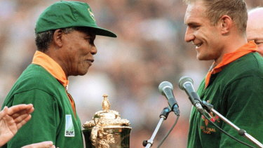 Nelson Mandela presents Francois Pienaar with the World Cup at Ellis Park.