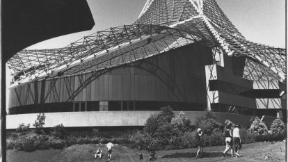 From the Archives, 1984: Melbourne launches the Arts Centre theatre complex