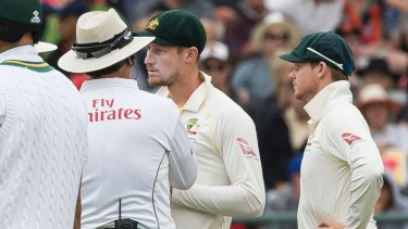 Bancroft and Smith talking to the umpire on the third day of the third cricket test.