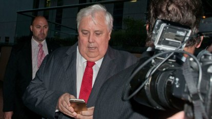 Clive Palmer launches counter-claim against ECQ, alleging 'incompetence'