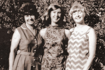 Yvonne in her then-new Carla Zampatti dress with her mother, Edie, and sister Lesley.