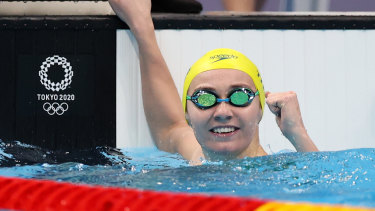 Ariarne Titmus celebrates after winning gold in the women's 200m freestyle final.