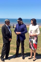 Moreton Bay mayor Allan Sutherland, Barry Gibb and Queensland Premier Annastacia Palaszczuk at Suttons Beach, on September 9, 2015.