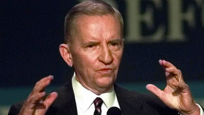 How Ross Perot rose from poverty to become a self-made billionaire