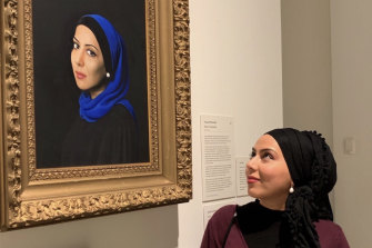Veiszadeh with her portrait in 2019.