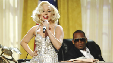 Gaga and R. Kelly perform together at the 2013 American Music Awards.